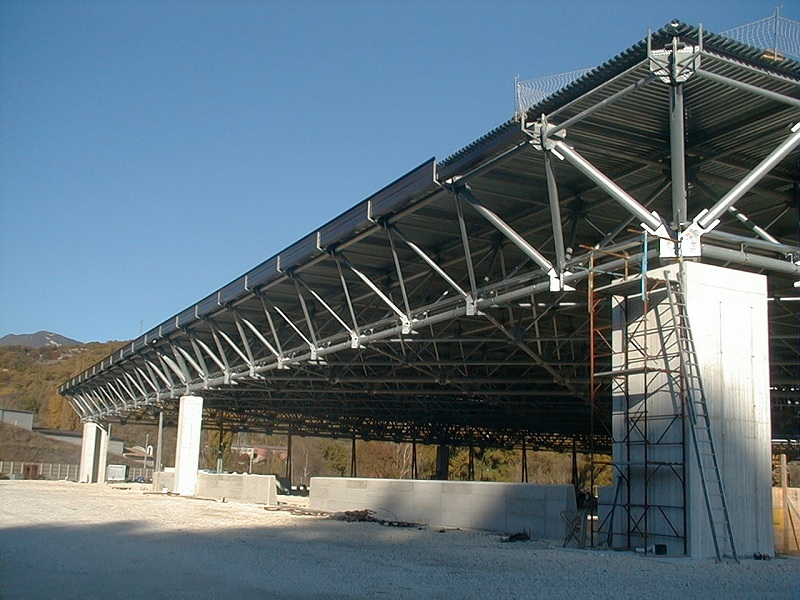 the space between the rc column is 45 meters in each direction the global surface of the space frame roof is 112x112 m only 9 columns